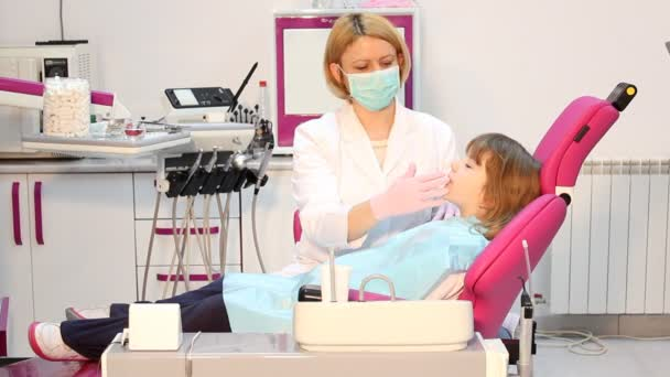 Dentist extracted the tooth a little girl