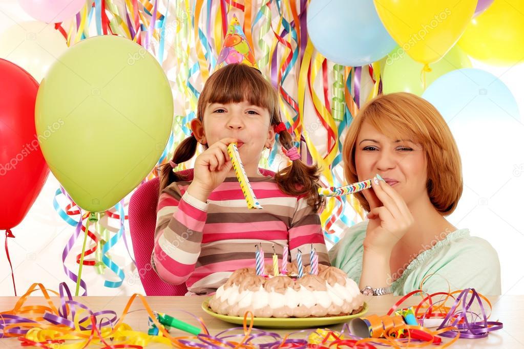 Gelukkig Moeder En Dochter Op Verjaardag Partij Stockfoto