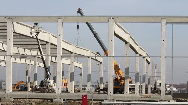 staveniště s pracovníky