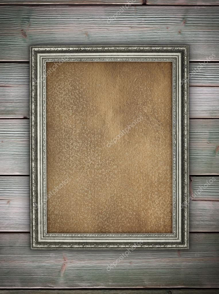 Alte Flecken Papierbogen in Bilderrahmen auf hölzernen Hintergrund ...
