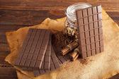 Čokoláda, kakao, ořechy a skořicí