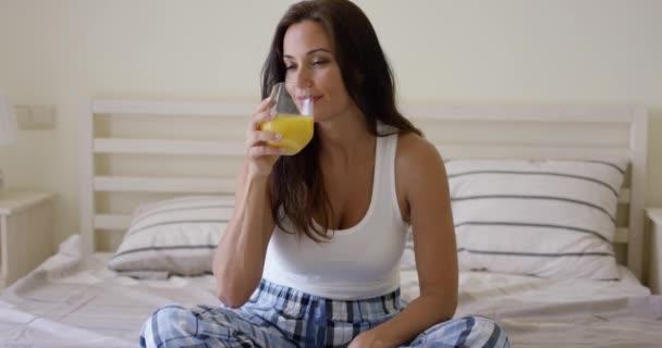 Видео женщина в соку фото 703-338