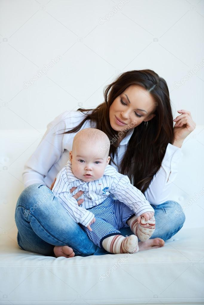 pretty mom with cute baby boy � stock photo 169 dashek 60468049