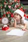 Fényképek Álmodom kislány Santa kalap ír levelet Mikulás