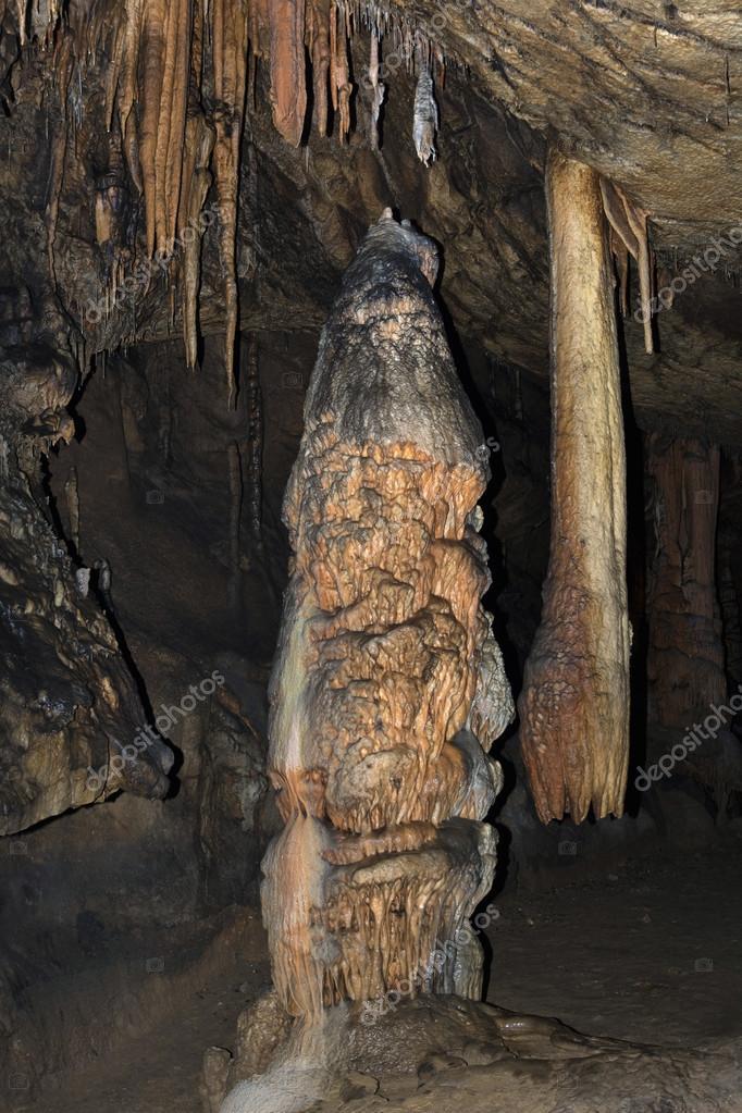 洞窟の鍾乳石や石筍アグテレック...