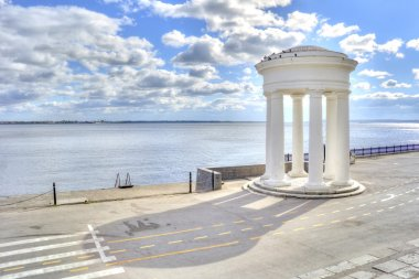 Saratov. Rotunda ashore