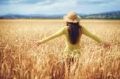 Photo rural girl in field