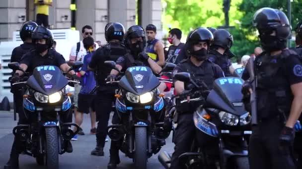 Buenos Aires, Argentina - 26. listopadu 2020: národní, vojenská, námořní, vojenská policie, zvláštní služby, armáda opuštěna, aby udržela pořádek v den rozloučení s Diegem Maradonou
