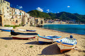 Photo Old beach in Cefalu with fishing boats