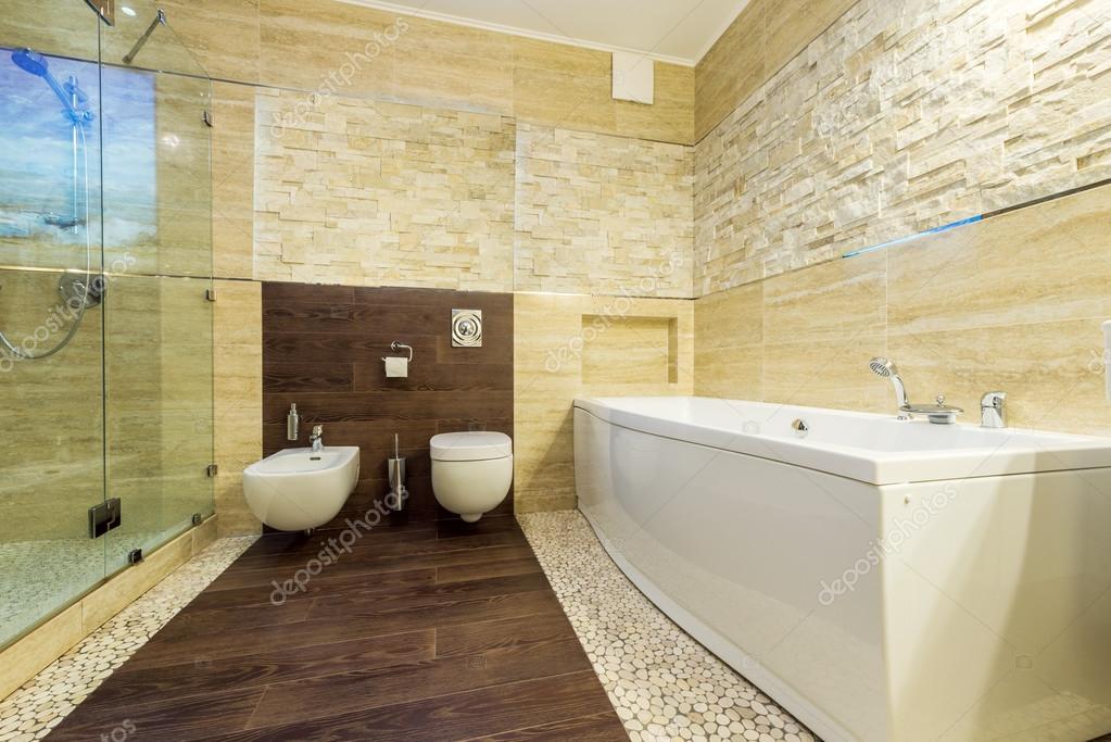 Sanita e bidé no banheiro bege — Fotografia de Stock #74090295 -> Banheiro Decorado Com Pastilhas Marrom
