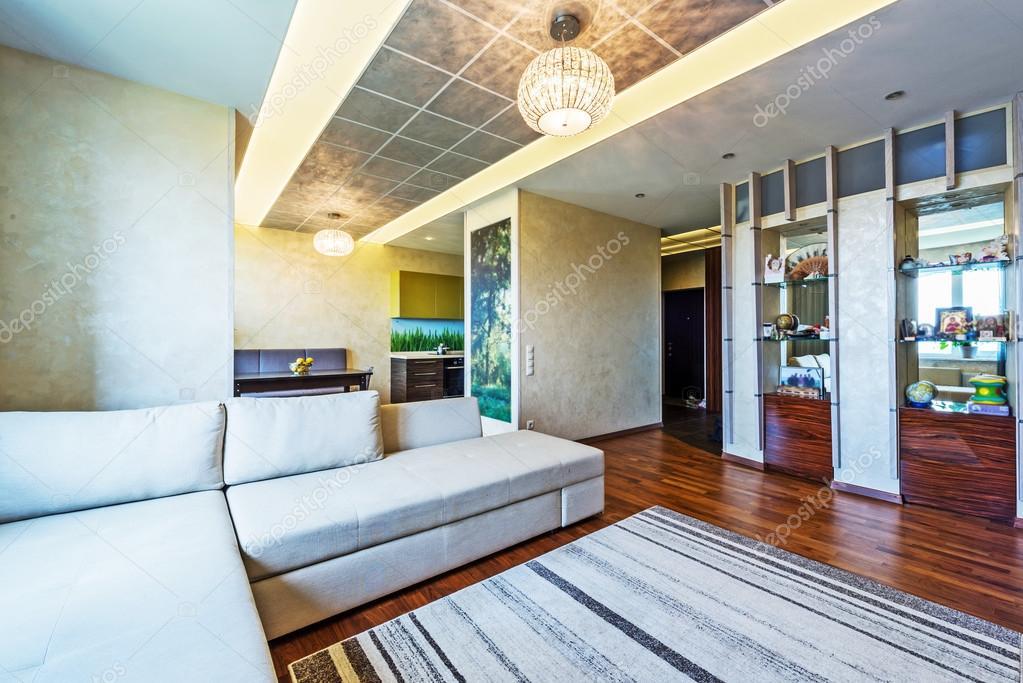 Salotto Moderno Grande : Un grande salotto moderno u2014 foto stock © baburkina #74108623