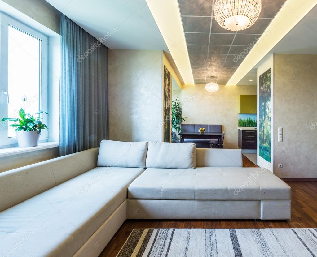 Salotto Moderno Grande : Un grande salotto moderno u2014 foto stock © baburkina #74108701
