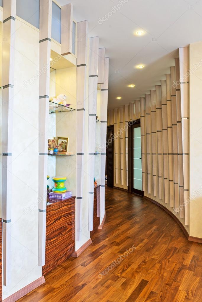 Interno moderno e semplice del corridoio a casa foto for Interno moderno