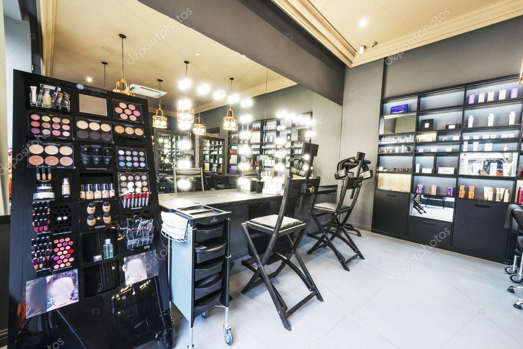 Interieur van luxe beauty salon stockfoto baburkina for A luxe beauty salon
