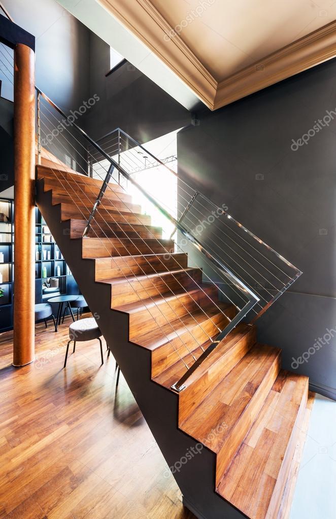 Beau loft moderne vue de dessus descalier image de baburkina