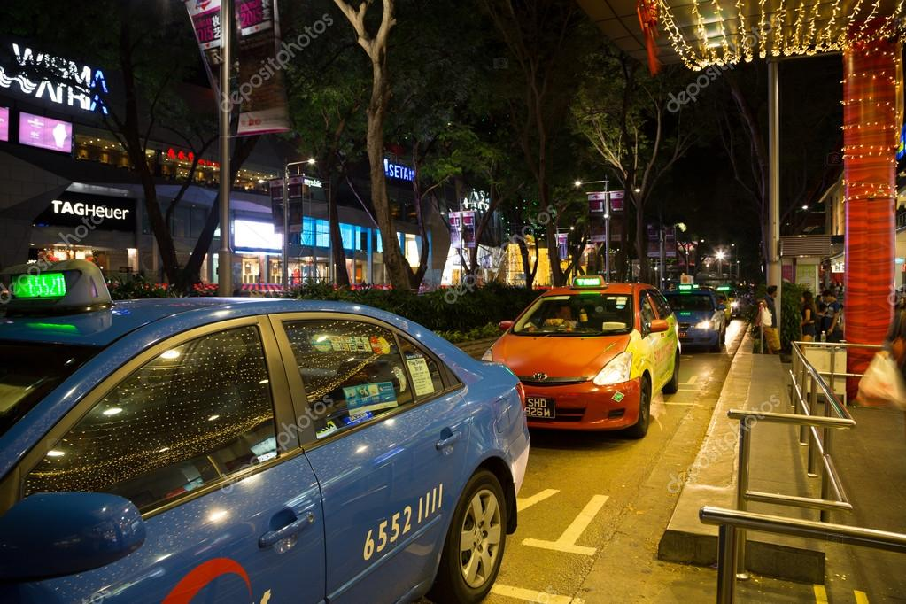 0e2cc01cb5 People at the taxi stand at Orchard Road – Stock Editorial Photo ...