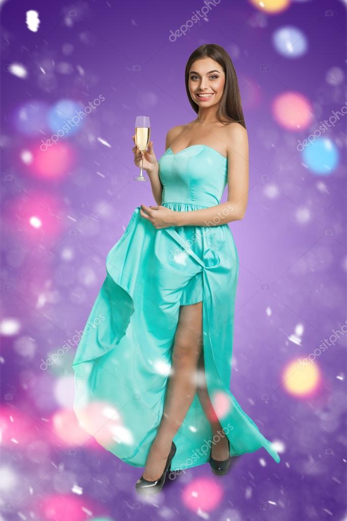 Joven modelo en vestido champagne — Foto de stock © Dmitroza #90433984