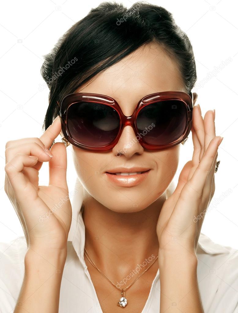 Жінка гарний спосіб носити сонцезахисні окуляри над білим тлом — Фото від  juice team 4b205d5c7dede
