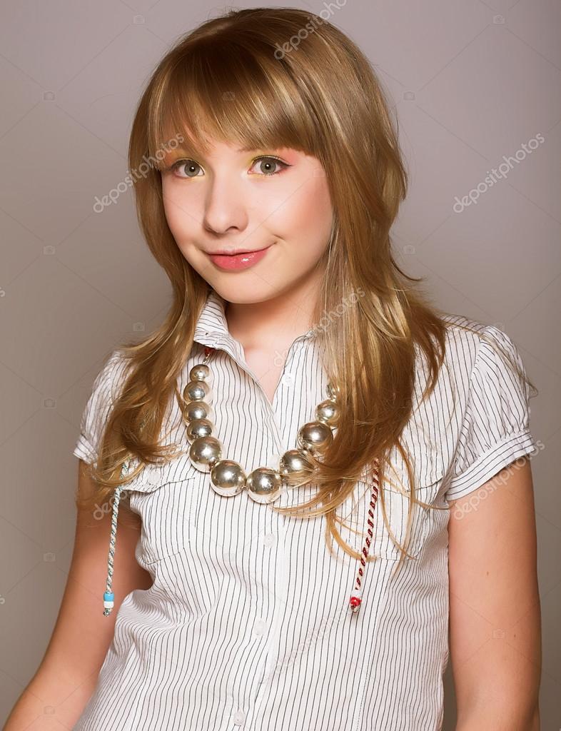 Inocente Adolescente  Foto De Stock  Juiceteam 75198475-9852