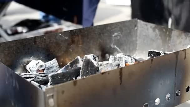 uhlí v horní gril bbq