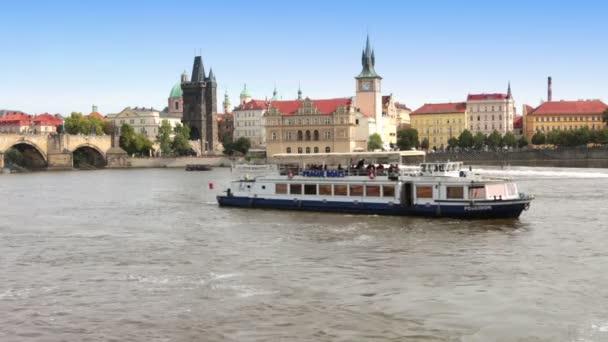 Praha - Staré město, nábřeží Vltavy a Karlův most, Česká republika