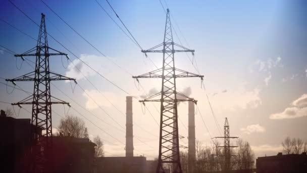Pfeife mit Rauch und Leitung zur Stromübertragung