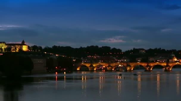 Krásné panoráma Prahy v noci Charles most Karlův Most přes řeku Vltavu a Pražský hrad, Česká republika