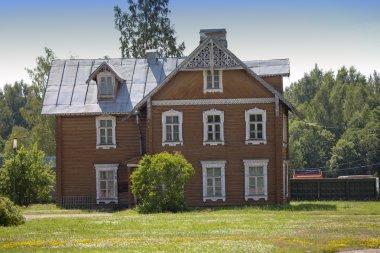 San (Lomonosov). Üst park. Antik yerleşim ahşap ev