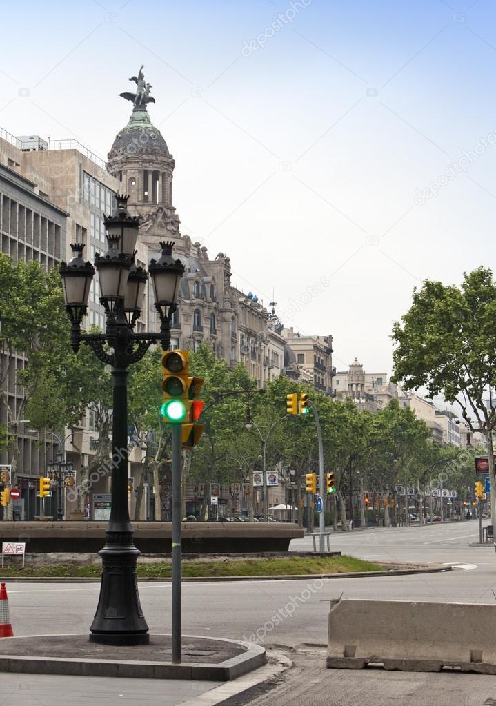 Calles vac as en el centro de la ciudad temprano en la for Centros de jardineria barcelona