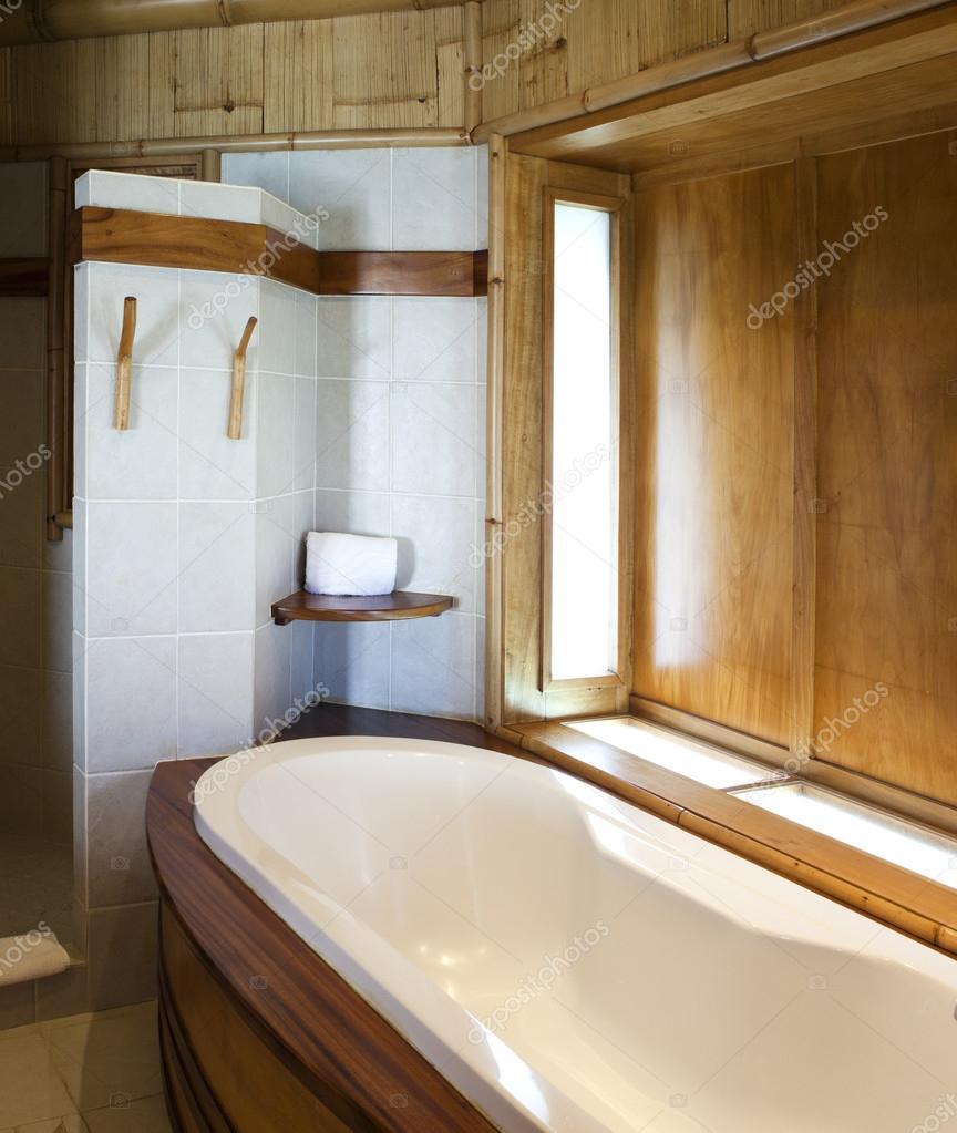 badkamer afgewerkt met natuurlijke materialen foto van kkulikov