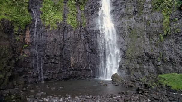 vodopád. Polynésie. Tahiti