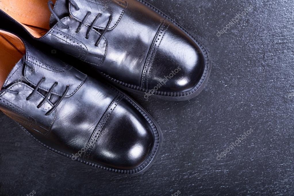 6fdd3307c7ed μαύρα Ανδρικά παπούτσια — Φωτογραφία Αρχείου © Nitrub  102695496