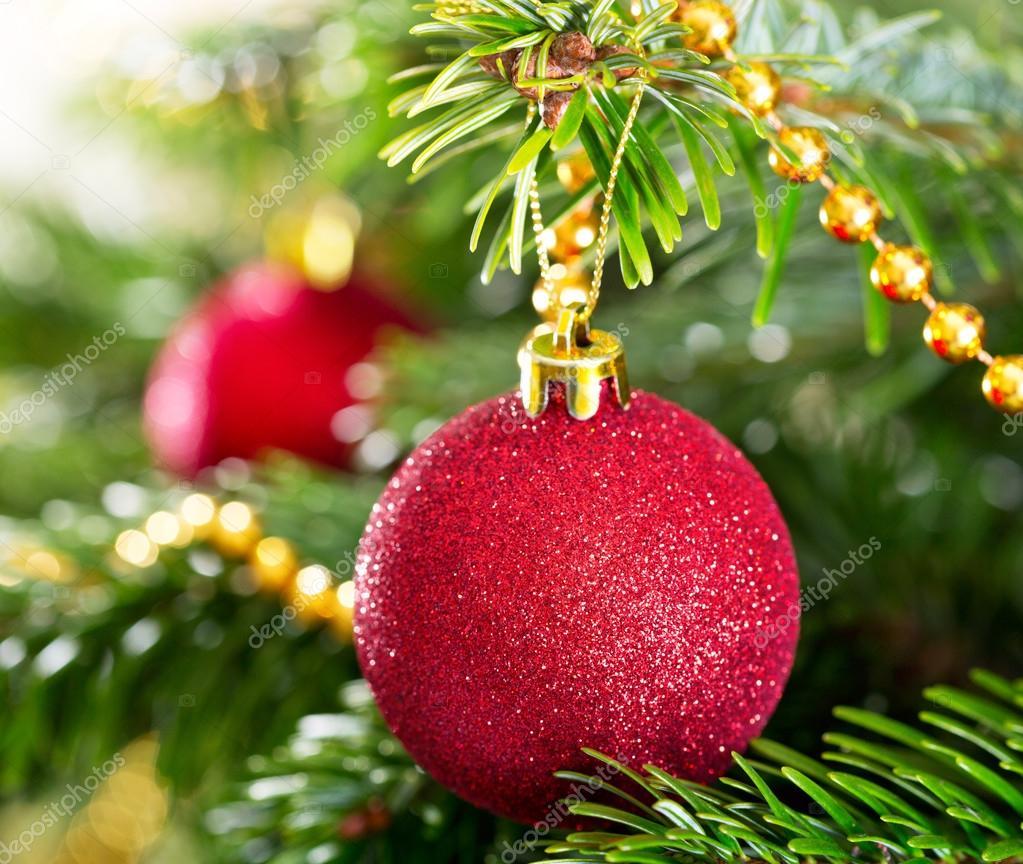 Kugel Für Tannenbaum.Weihnachtsschmuck Rote Kugel Tannenbaum Hängen Stockfoto Nitrub