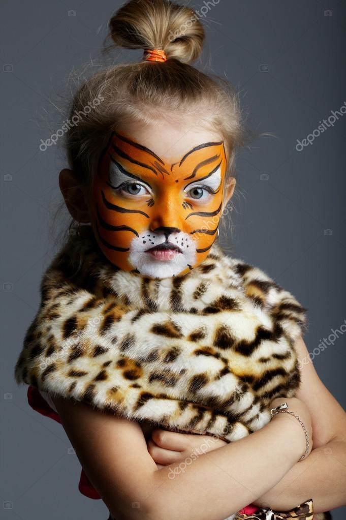 Little girl with tiger costume u2014 Stock Photo  sc 1 st  Depositphotos & little girl with tiger costume u2014 Stock Photo © ababaka #79668822