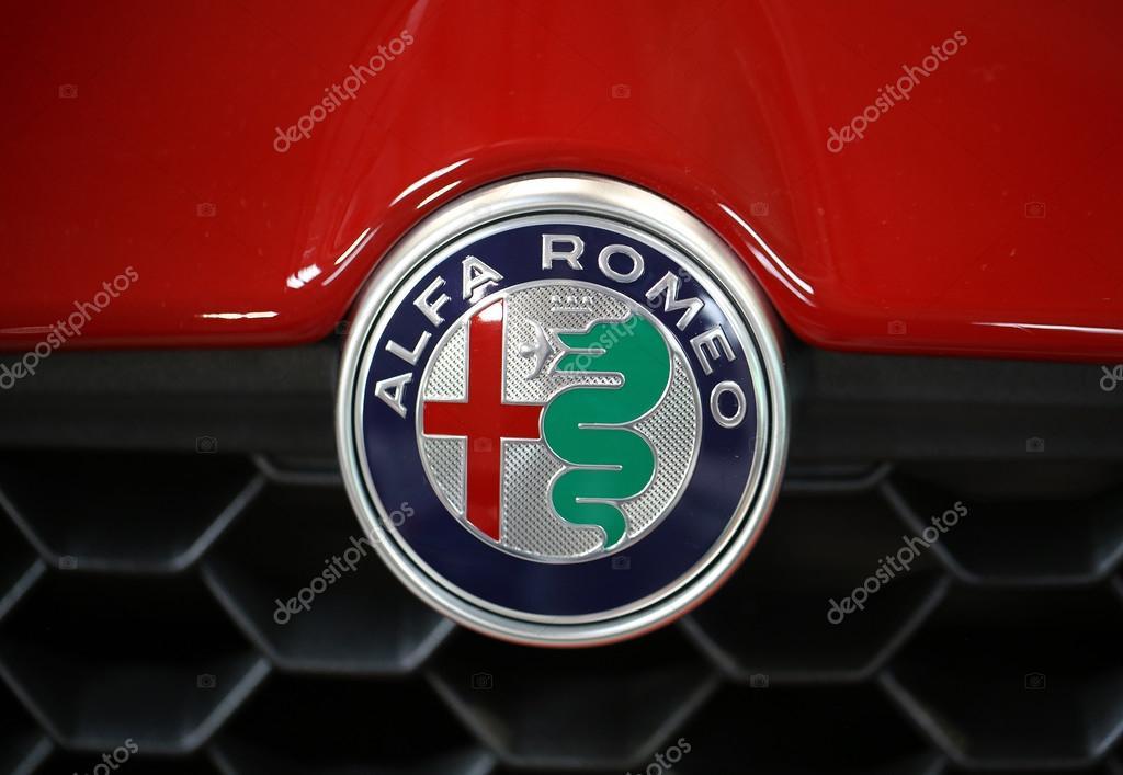 Alfa Romeo Metallic Logo Close Up Op Alfa Romeo Auto Redactionele