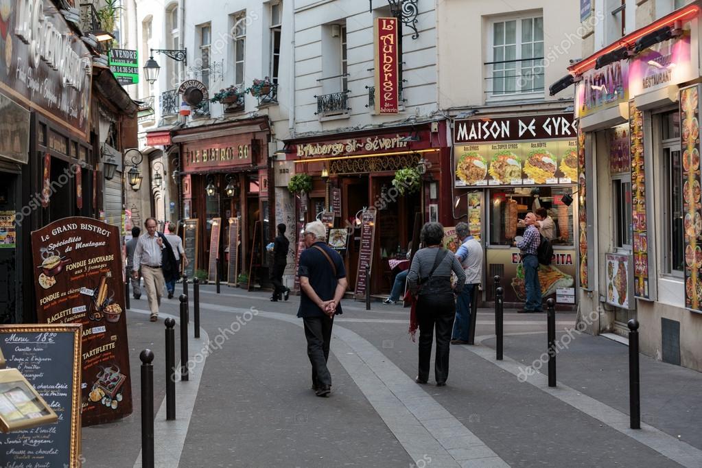 quartier latin de paris frana rua estreita de paris entre casas antigas de parisienses