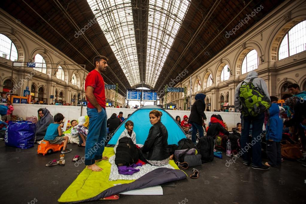 https://st2.depositphotos.com/1004529/8338/i/950/depositphotos_83381472-stock-photo-war-refugees-at-the-keleti.jpg
