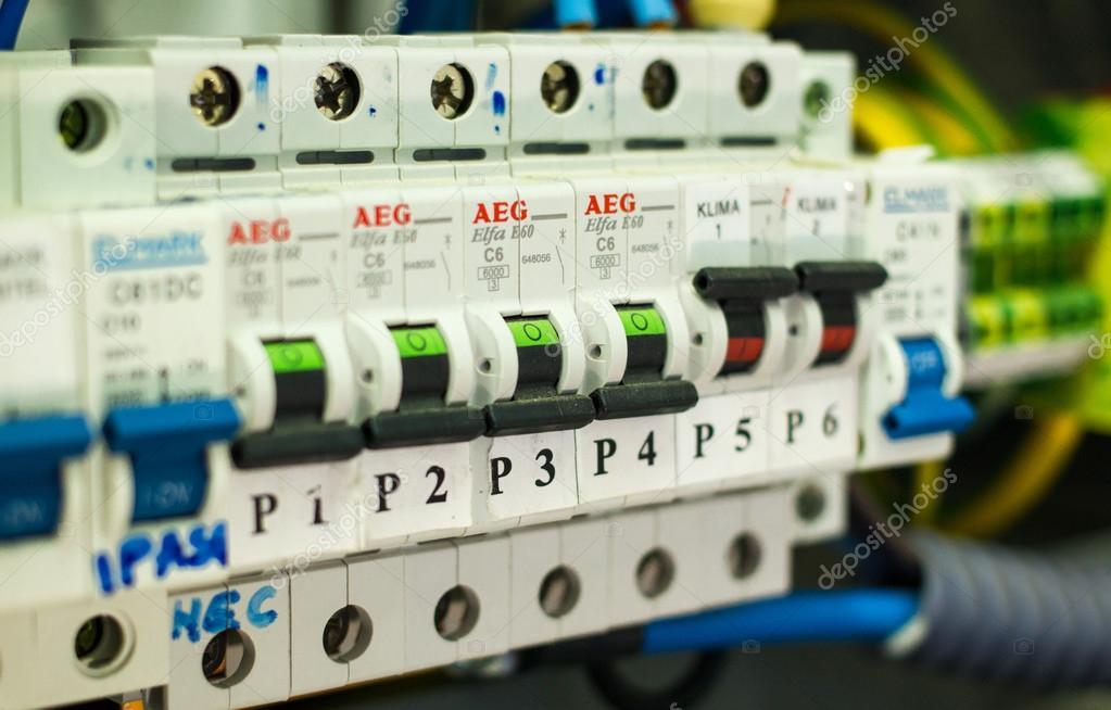 elektrische Panel mit Sicherungen und Schütze — Stockfoto © Asiana ...