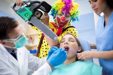 Clown threaten girl with chainsaw in dental ambulant