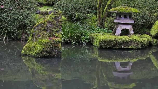 Vysokým rozlišením Portland japonské zahradní jezírka vodní reflexe s kamenná Lucerna jarní sezóna hd 1080p