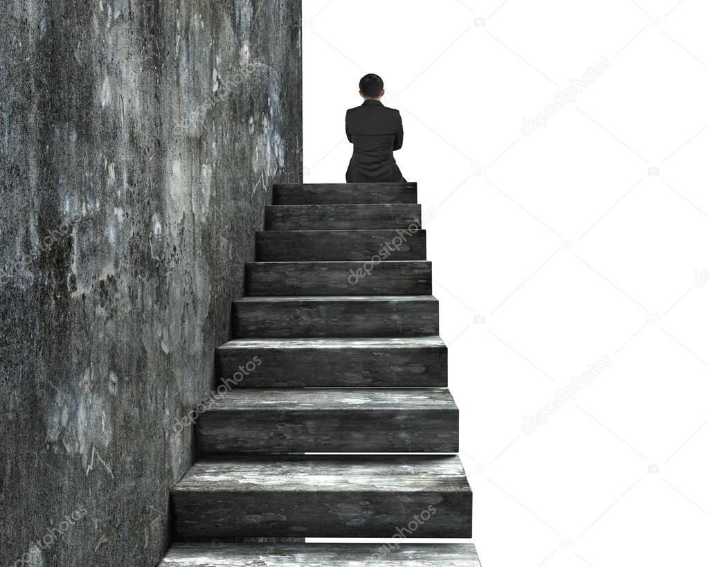 vista posterior de un hombre sentado arriba de escaleras de hormign u foto de stock