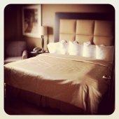 Leeres Bett im Hotelzimmer