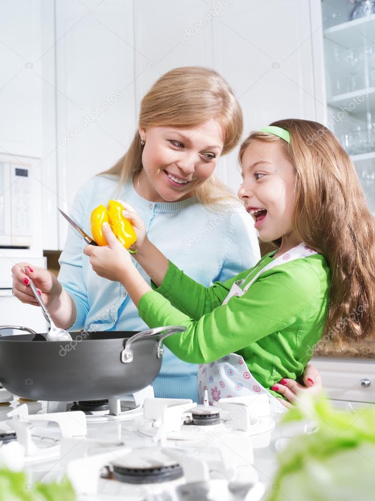 Mama cocinando images galleries with - Nina cocinando ...