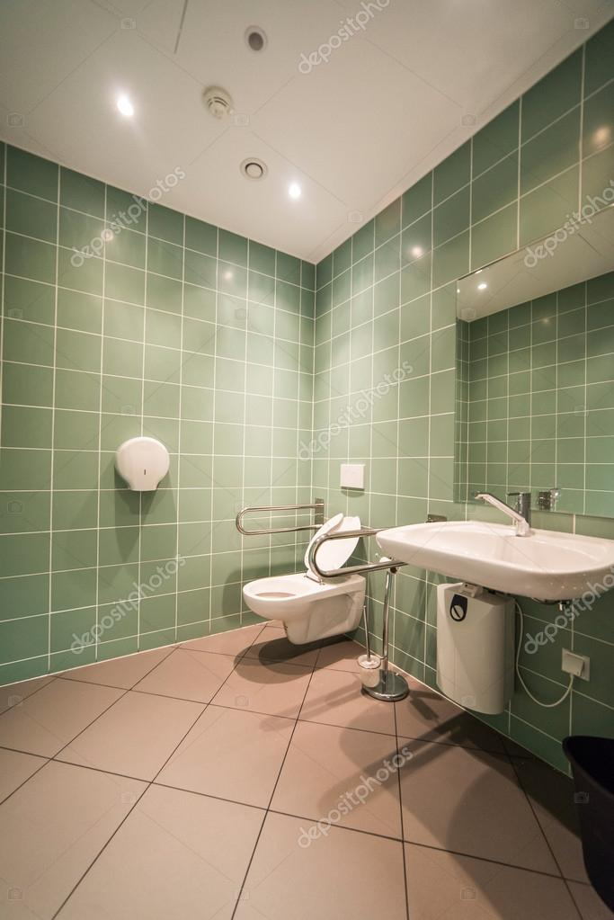 cuarto de baño para el minusválido — Foto de stock © antos777 #111422358