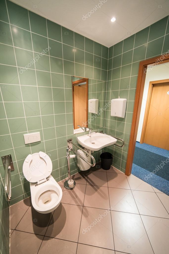 cuarto de baño para el minusválido — Foto de stock © antos777 #121425584