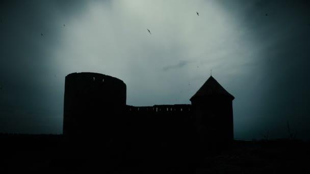 Západ slunce nad starý hrad