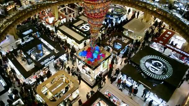 Weihnachten Dekoriert Kaufhaus Galeries Lafayette, Paris, Frankreich U2014  Stockvideo