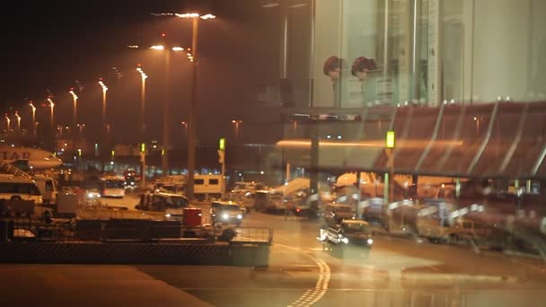 Speciální vozidla v noci letiště