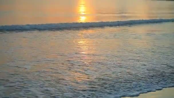 Óceán hullámai a strandon