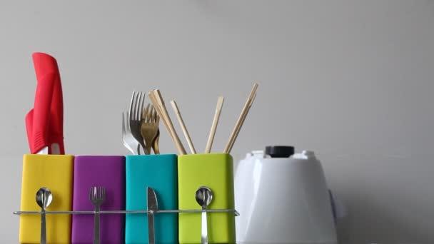 Stojan s barevné misky